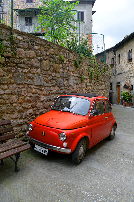An old Fiat 500 in a street in Anghiari