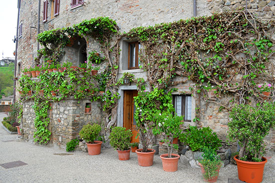 A house next to the walls of Anghiari